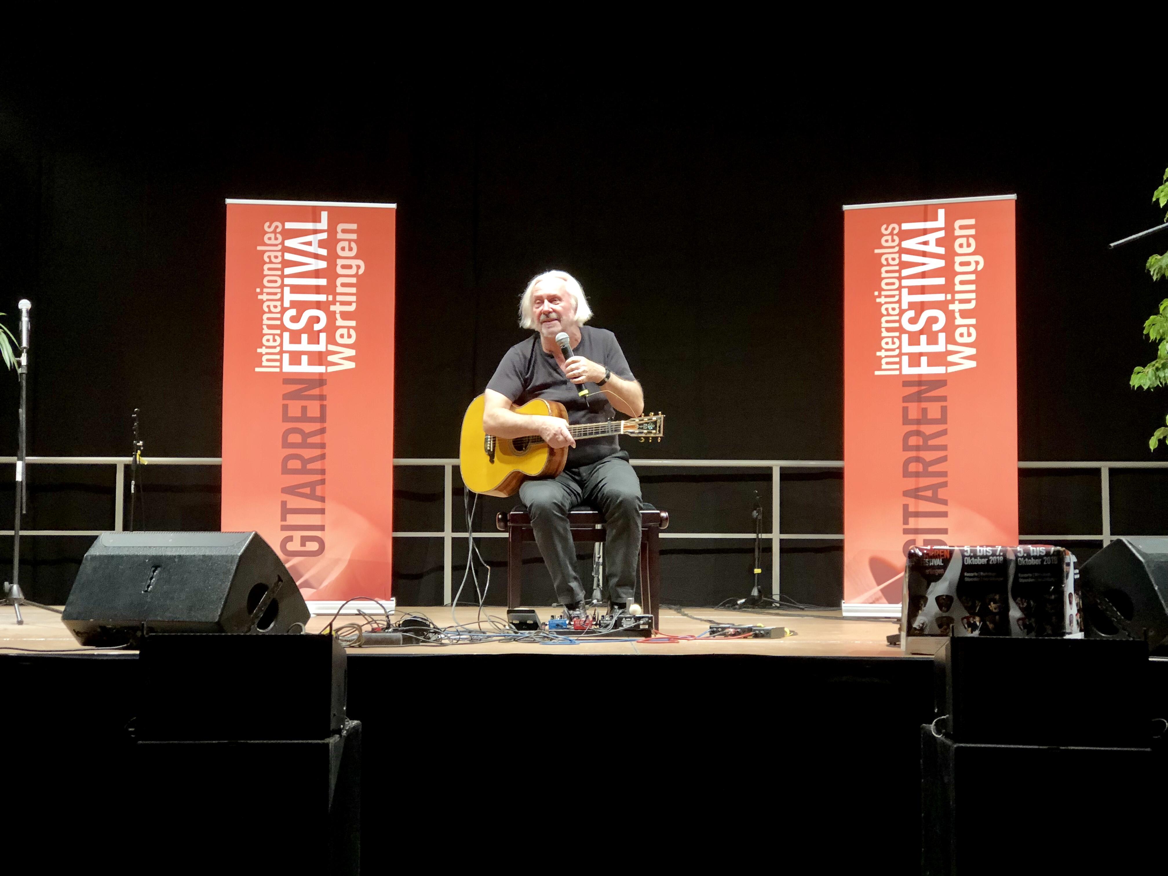 Die Gitarre wird bei ihm zum Multifunktions-Instrument: Claus Boesser-Ferrari.