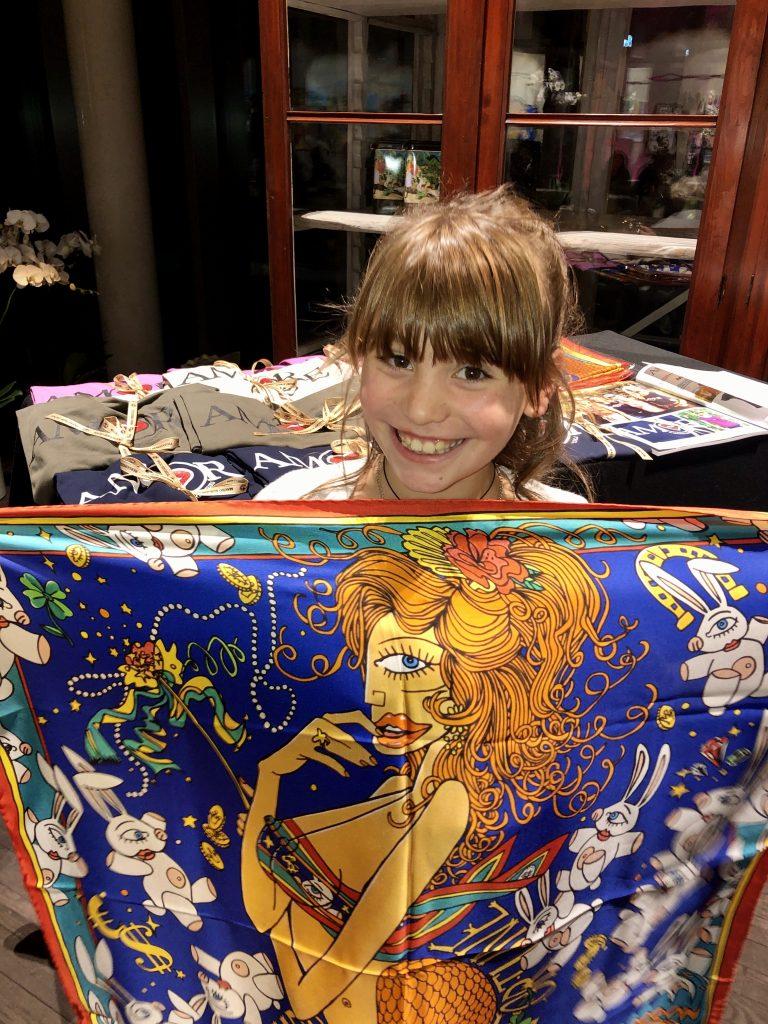 Blue Aurora war begeistert am Verkaufsstand.