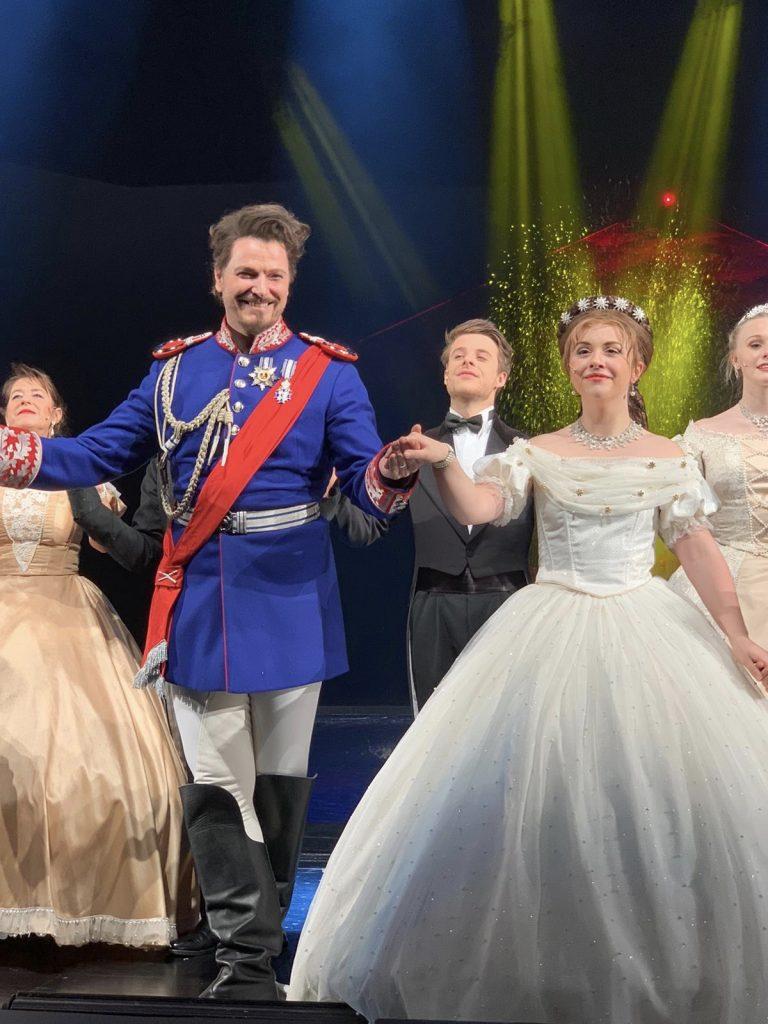 Jan Ammann als Ludwig II. und Kristin Backes als Kaiserin Elisabeth.